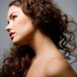 Как ухаживать за вьющимися волосами?