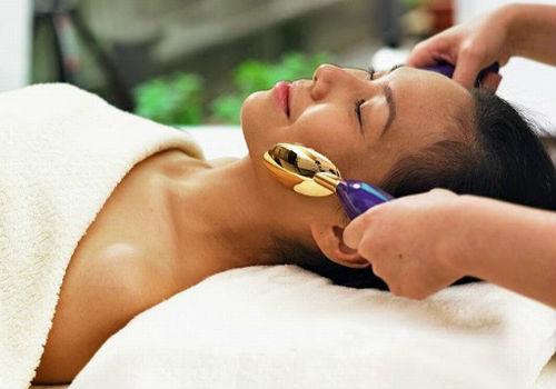 Как делать массаж лица ложками и для чего