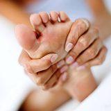 Как сделать массаж ступней самой?