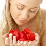 Волшебные лепестки роз для ухода за кожей лица
