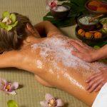 Как делать массаж солью в домашних условиях