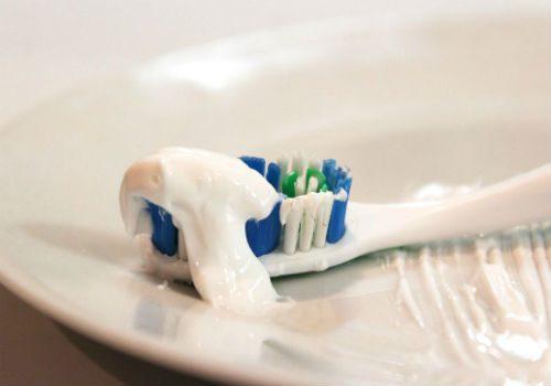 маска с зубной пастой