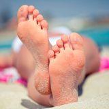 Отшелушивающие носочки для домашнего педикюра
