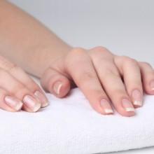 почему трескаются ногти