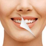 Как правильно отбелить зубы активированным углем быстро и эффективно