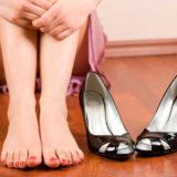 Как лечить мозоли на ногах от новой обуви