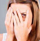 Почему появляются милиумы на лице и как от них избавиться