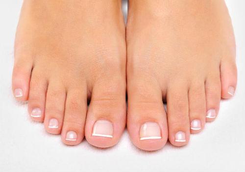 Толстый ноготь на большом пальце ноги