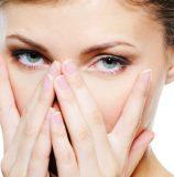 Почему отекает лицо по утрам у женщин и что делать