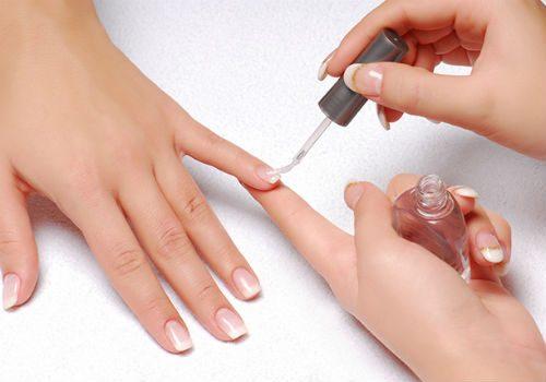 окрашивание ногтей в августе