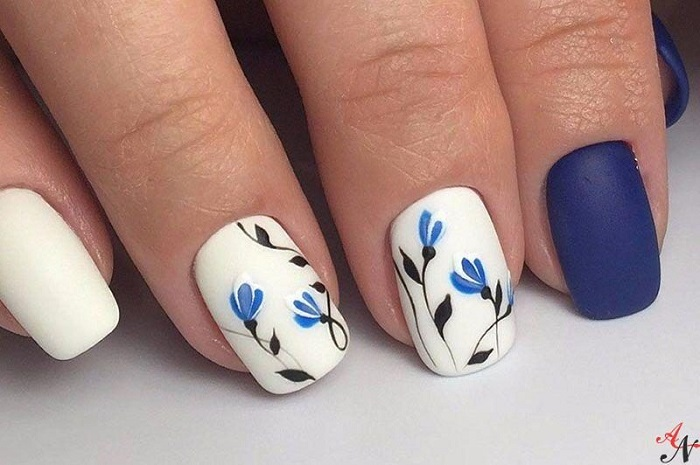 Бело-синий цвет