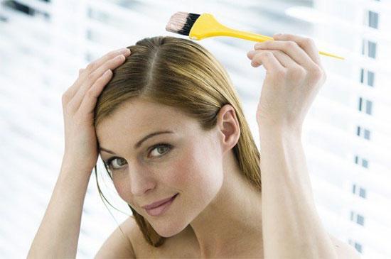 Окрашивание отросших корней волос