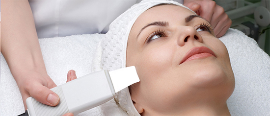 Чистка лица от черных точек у косметолога